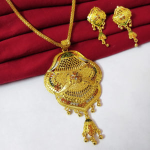 Halltree Gold Plated Pendent Set with Chain and Earrings 4