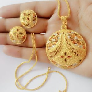 Halltree Gold Plated Pendent Set with Chain and Earrings 10