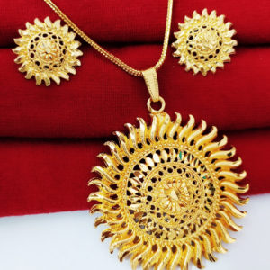 Halltree Gold Plated Pendent Set with Chain and Earrings 5