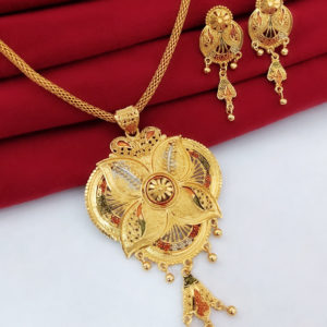 Halltree Gold Plated Pendent Set with Chain and Earrings 3